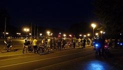 Die Gruppe von knapp 60 Leuten früh um 6 Uhr an der Siegessäule