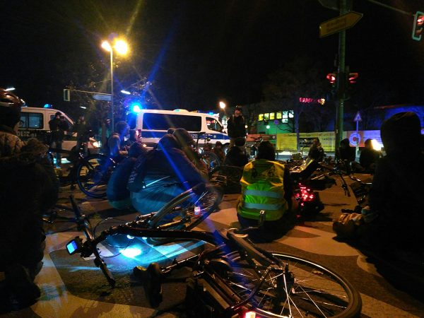 Mahnwache für getötete Radfahrerin in Britz…